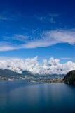 Panorama do lago Como e dos alpes, Italy Fotografia de Stock Royalty Free