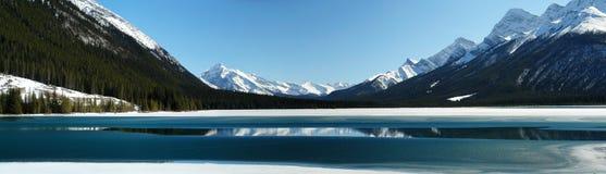 Panorama do lago da montanha Fotografia de Stock