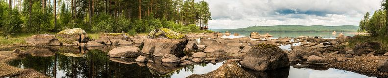 Panorama do lago Ljugaren na Suécia Fotografia de Stock
