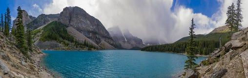 Panorama do lago moraine no parque nacional Alberta Canada de Banff Imagem de Stock