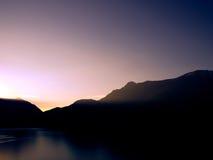 Panorama do lago no por do sol Fotografia de Stock Royalty Free