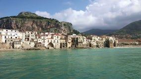 Panorama do litoral da cidade de Cefalu, Itália filme