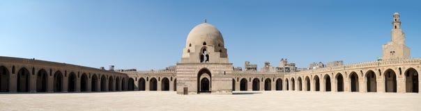 Panorama do pátio de Ibn Tulun Mosque, o Cairo, Egito Fotografia de Stock