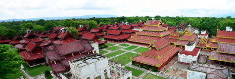 Panorama do palácio de Mandalay em Mandalay, Myanmar Fotos de Stock Royalty Free