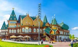 Panorama do palácio grande de madeira na propriedade real de Kolomenskoye Imagens de Stock Royalty Free