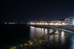 Panorama do passeio de Siracusa na noite foto de stock royalty free