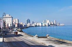 Panorama do passeio famoso da terraplenagem de Havana. Fotos de Stock Royalty Free
