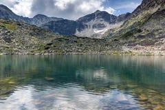 Panorama do pico de Musala do amd dos lagos Musalenski, montanha de Rila Imagens de Stock Royalty Free