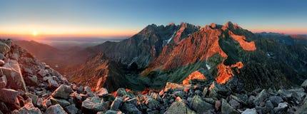 Panorama do por do sol da montanha do pico - Eslováquia Tatras Foto de Stock Royalty Free