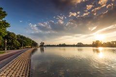 Panorama do por do sol de enfileirar o local de encontro na cidade de Plovdiv, Bulgária foto de stock royalty free