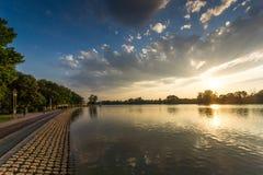 Panorama do por do sol de enfileirar o local de encontro na cidade de Plovdiv, Bulgária fotos de stock royalty free
