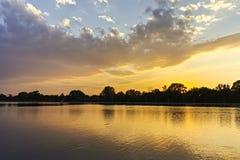 Panorama do por do sol de enfileirar o local de encontro na cidade de Plovdiv fotos de stock