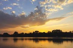 Panorama do por do sol de enfileirar o local de encontro na cidade de Plovdiv imagens de stock