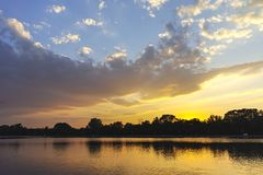 Panorama do por do sol de enfileirar o local de encontro na cidade de Plovdiv foto de stock royalty free