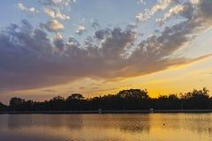 Panorama do por do sol de enfileirar o local de encontro na cidade de Plovdiv foto de stock