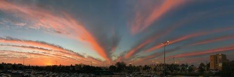 Panorama do por do sol fantasticamente bonito fotografia de stock