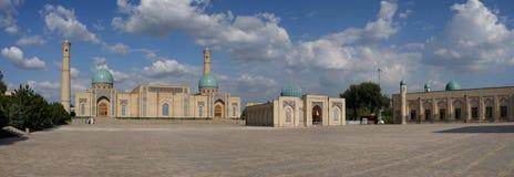 Panorama do quadrado da imã de Khazrati, Tashkent, Usbequistão fotografia de stock royalty free