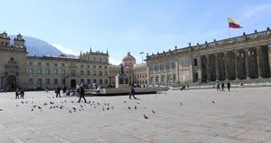 Panorama do quadrado de Bogotá Bolivar em um dia ensolarado video estoque