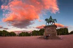 Panorama do quadrado de Royal Palace e da estátua do rei Karl Joha Fotos de Stock Royalty Free