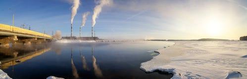 Panorama do reservatório de Reftinsky com central elétrica, Rússia, Ural imagens de stock
