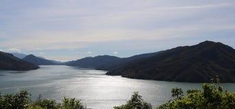 Panorama do som de Pelorus de Cullen Point Lookout NZ imagens de stock