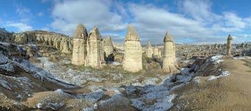 Panorama do vale de Gorcelid em Cappadocia, Turquia Imagem de Stock Royalty Free