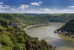 Panorama do vale de Rhine River com castelo Katz fotos de stock royalty free