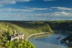 Panorama do vale de Rhine River com castelo Katz imagens de stock