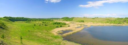 Panorama do vale verde bonito. Izborsk, Pskov imagens de stock royalty free