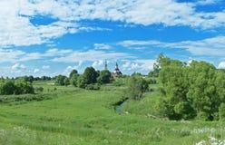 Panorama do verão do campo bonito, Rússia imagens de stock
