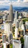 Panorama do vertical de Kuala Lumpur Twin Towers Foto de Stock