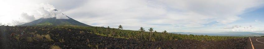 Panorama do vulcão de Mayon Imagens de Stock