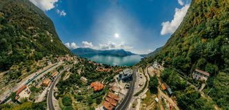 Panorama do zangão da realidade virtual do vr do ar 360 do zangão do lago italy Como fotos de stock royalty free
