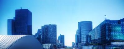 Panorama dos arranha-céus do negócio no matiz azul. Paris, França Imagem de Stock