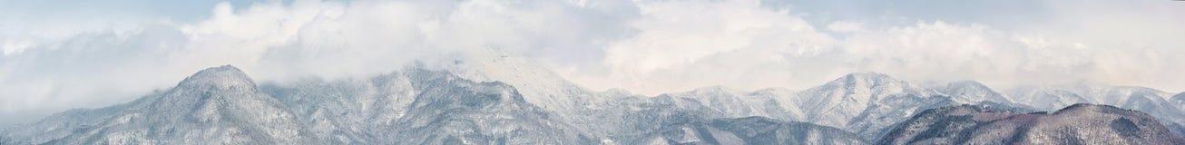 Panorama dos cumes de Japão imagens de stock