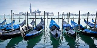 Panorama dos gondas em Veneza Itália imagem de stock