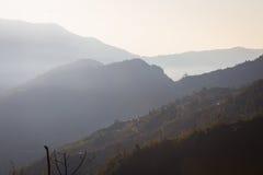 Panorama dos Himalayas na mola de Nepal Fotografia de Stock