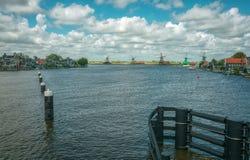 Panorama dos moinhos de vento no Zaanse Schans Fotos de Stock Royalty Free
