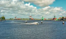 Panorama dos moinhos de vento no Zaanse Schans Fotografia de Stock Royalty Free