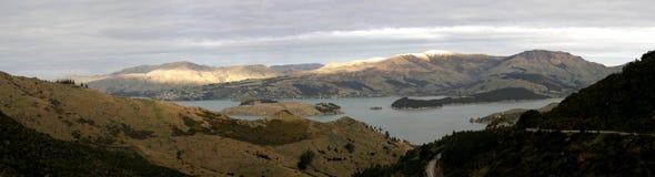 Panorama dos montes portuários em Nova Zelândia Foto de Stock Royalty Free