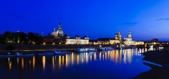 Panorama Dresden bij nacht Royalty-vrije Stock Foto's