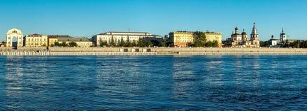 Panorama du bord de mer à Irkoutsk images stock