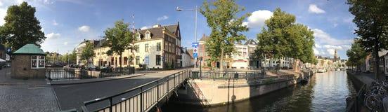 Panorama du canal autour de la vieille ville de Groningue images stock