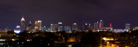 Panorama du centre d'Atlanta la nuit Images stock