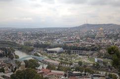 Panorama du centre de la ville de la forteresse Narikala images libres de droits