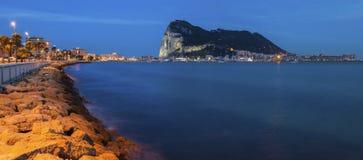 Panorama du Gibraltar vu de La Linea de la Concepcion photographie stock libre de droits