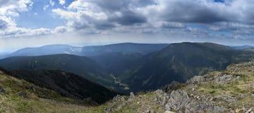 Panorama du Krkonose Mts. Photographie stock libre de droits