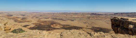 Panorama du Makhtesh Ramon dans le désert du Néguev, Israël Image stock