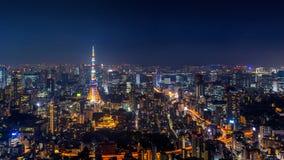 Panorama du paysage urbain de Tokyo la nuit, Japon photographie stock libre de droits