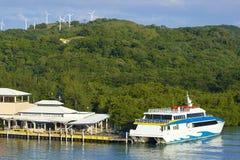 Panorama du port dans Roatan, Honduras Image stock